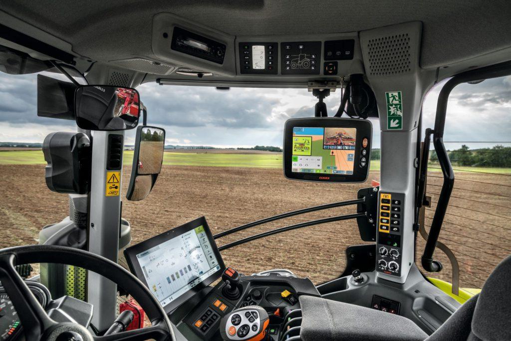 GPS Technik in einem CLAAS Traktor